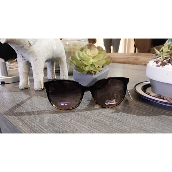 b2805dc859 Women s Round Cateye Tortoiseshell Sunglasses 😎
